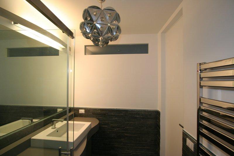 Image bagno grande foto 2 mobiletto sul misura con lavabo - Bagno con doccia grande ...