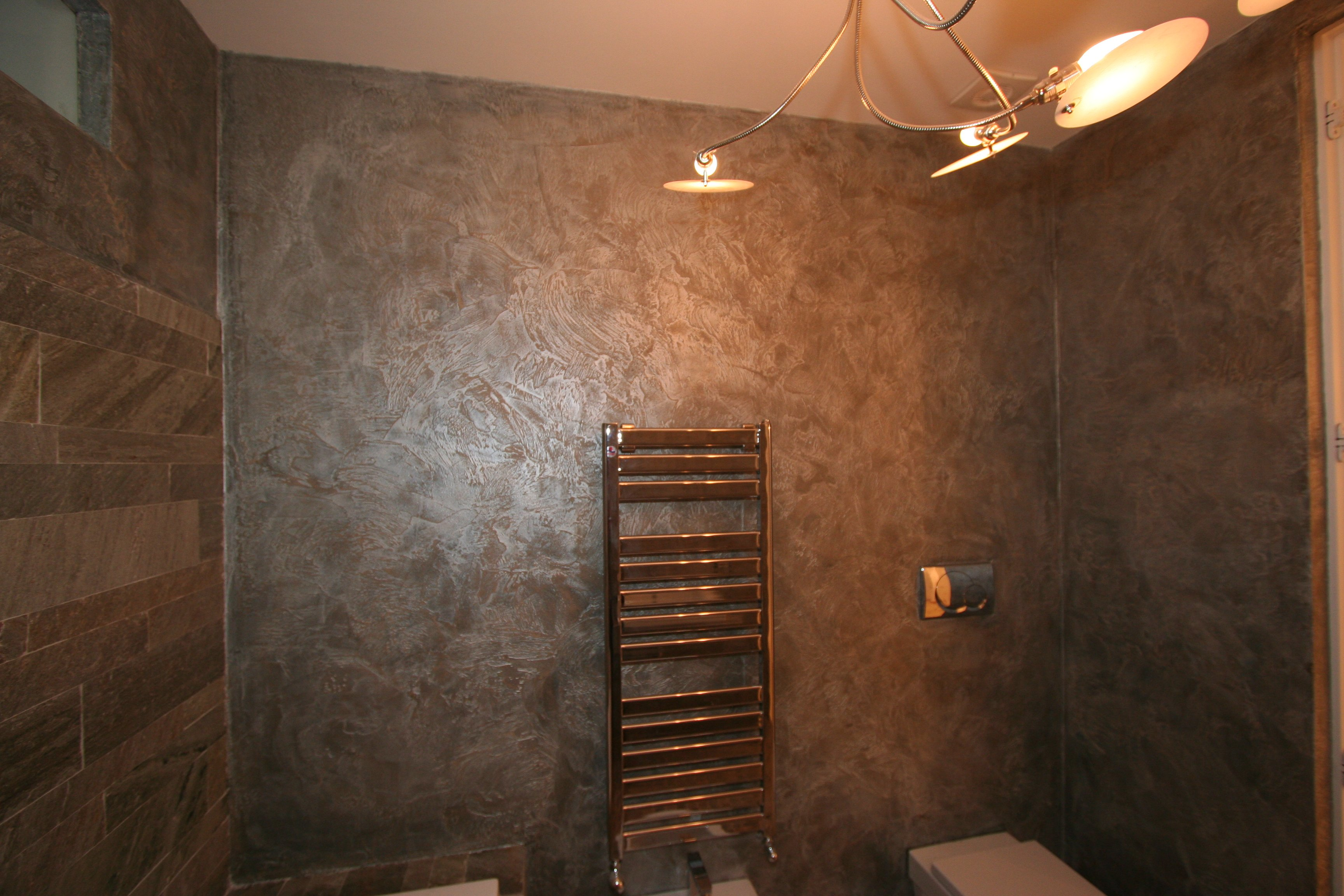 Image bagno 2 foto 2 decorazione in resina e accessori cromati - Bagni rivestiti in resina ...