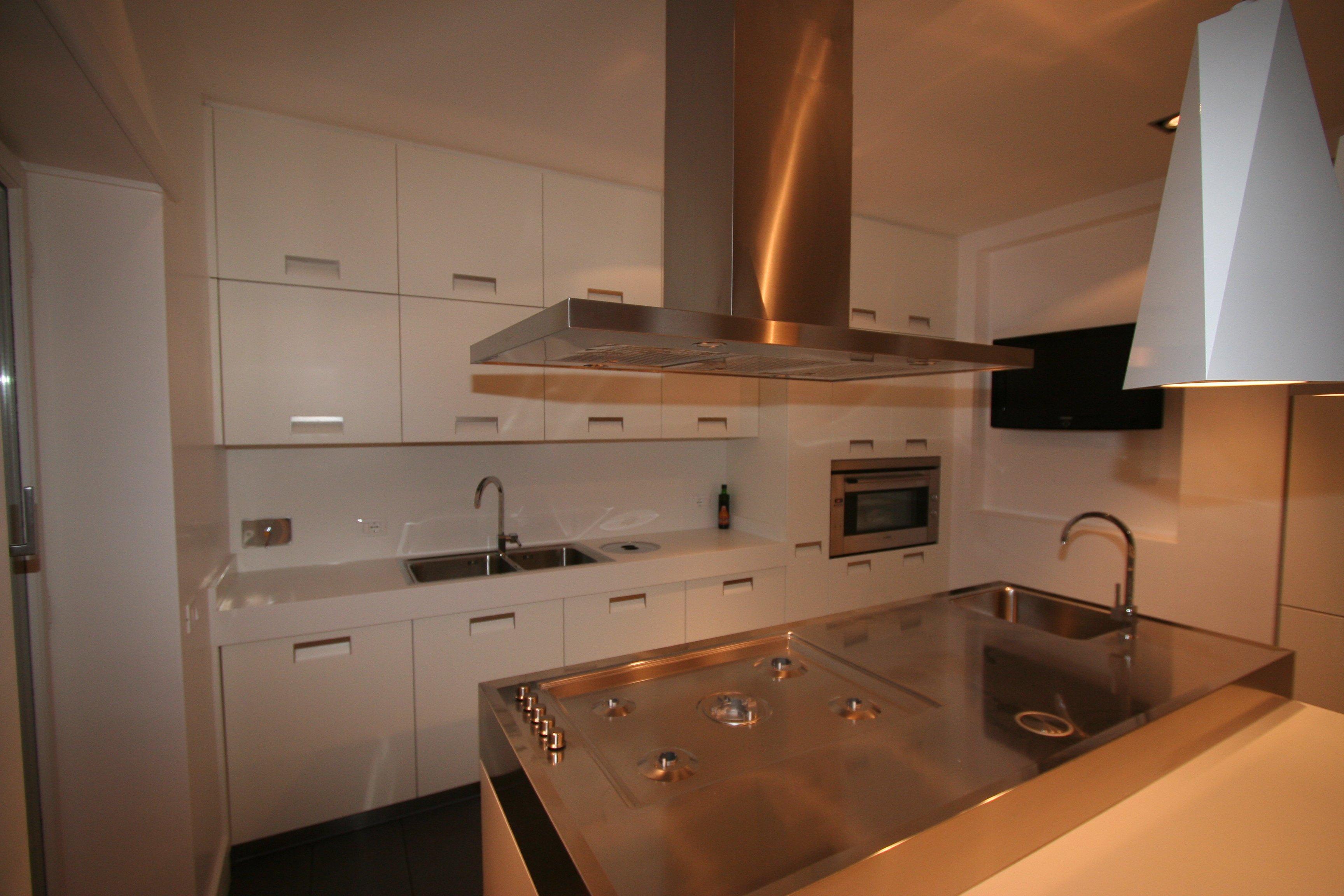 Image cucina foto 6 vista pensili perfetamente incassati con abassamento del controsoffitto - Controsoffitto cucina ...