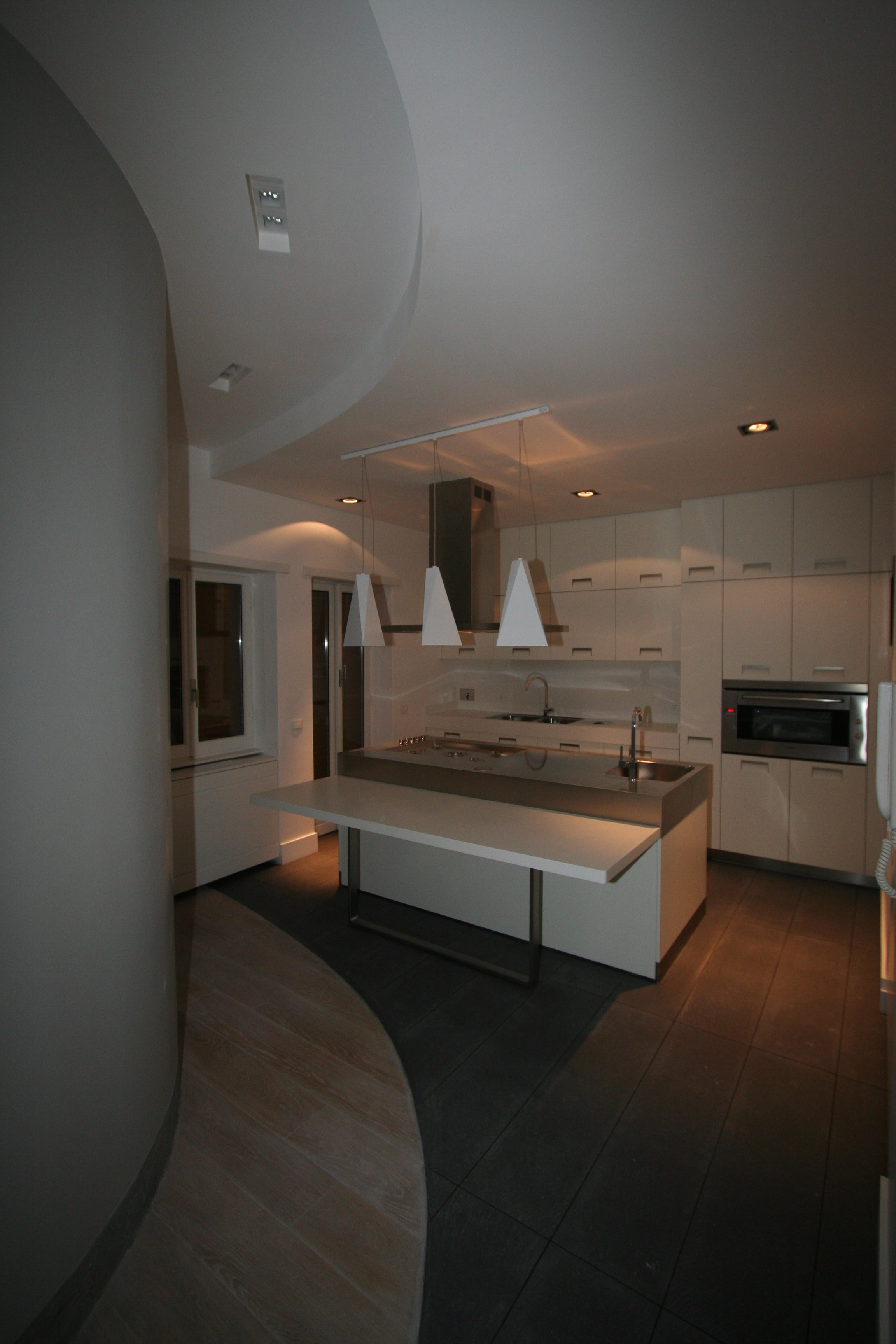 Forum unione salotto e cucina come - Resina in cucina al posto delle piastrelle ...