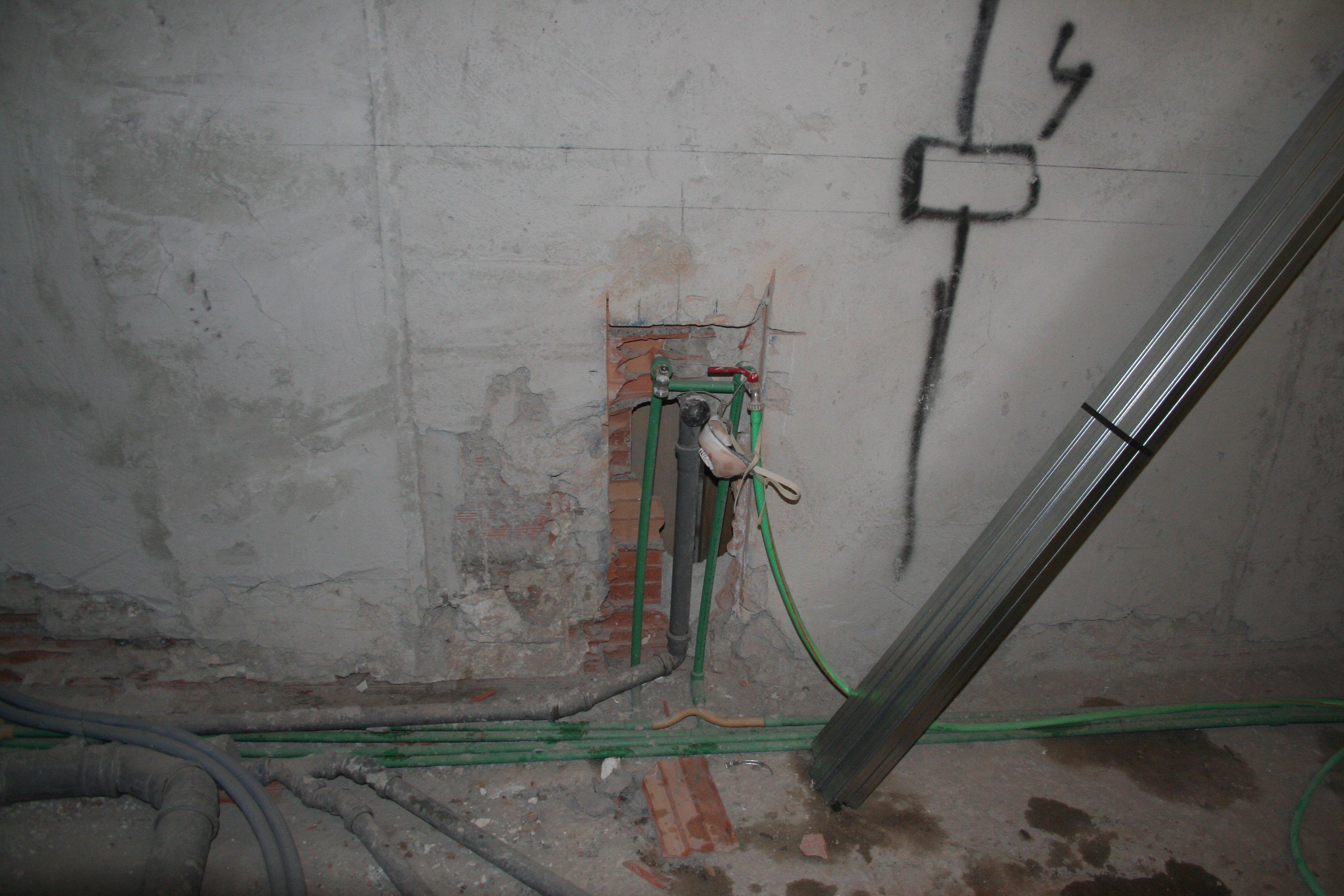 Image bagno grande foto 2 fase scermatura impianto idraulico - Impianto idraulico bagno costo ...