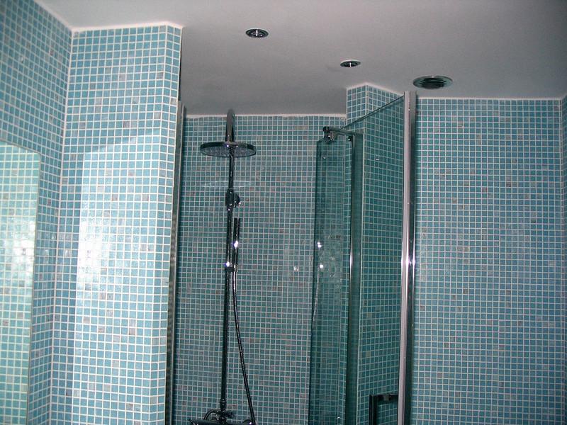 Image gruppo doccia con cannuccia e soffione for Gruppo doccia