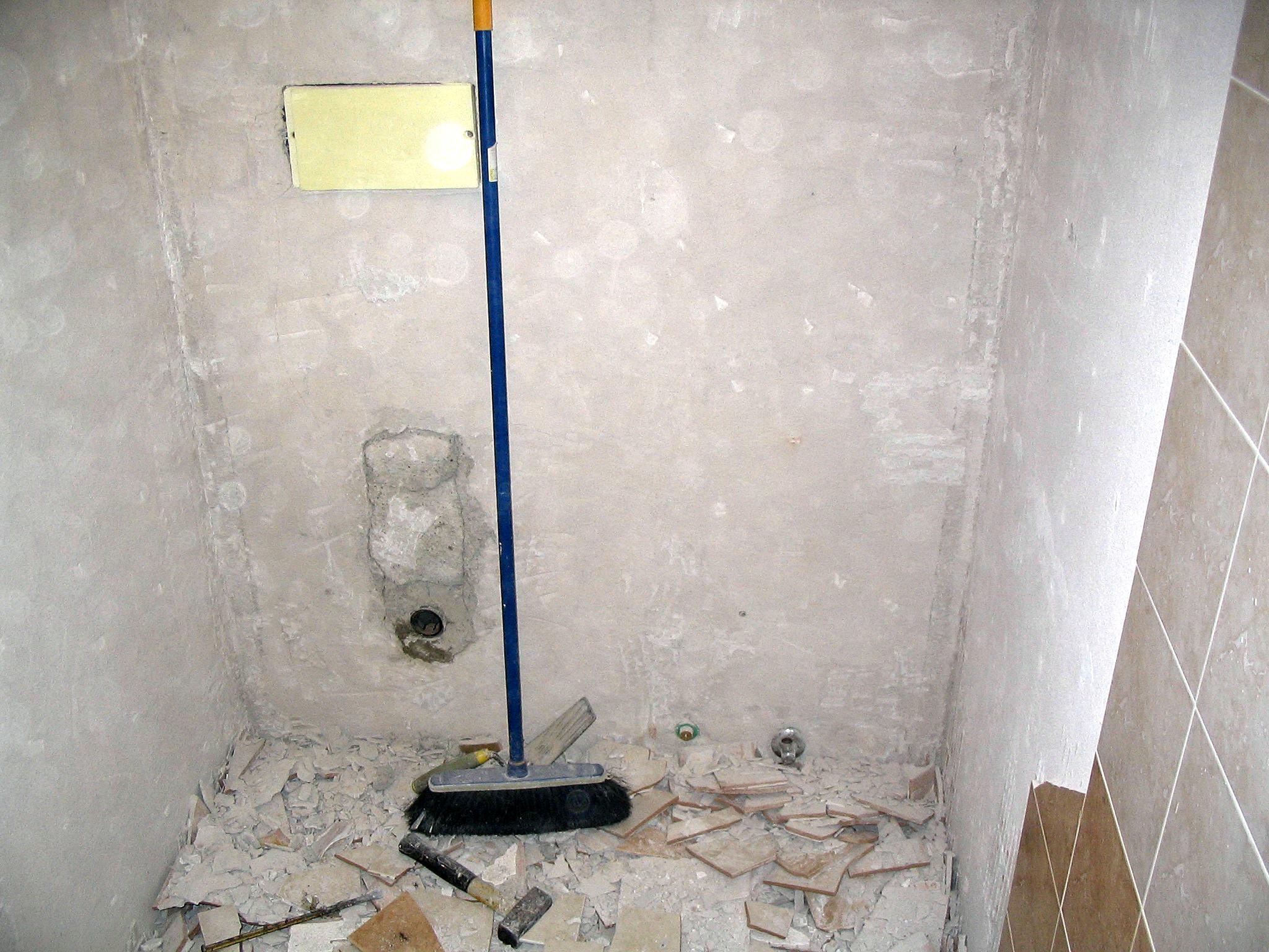 Image: Bagno in demolizione